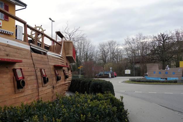 Das Schiff (links) tauchte Anfang Jahr in Sins auf.