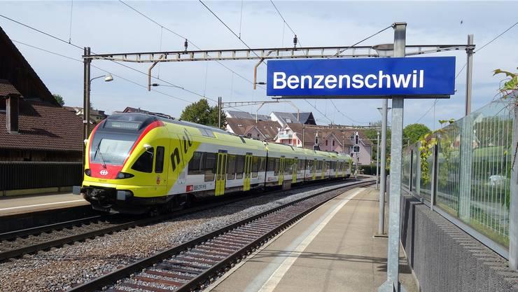 Die S26 in Benzenschwil, wo auch interregionale Züge nur durchfahren. (Archiv)