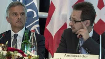 OSZE-Vorsitzender Burkhalter (links) mit Greminger