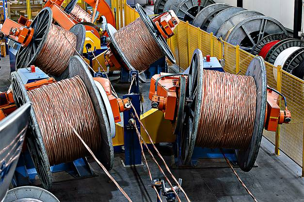 Universalverseilmaschine in der Kabelproduktion am Standort Brugg.