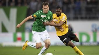 St. Gallens Lukas Görtler gegen YBs Ulisses Garcia beim Spiel vom 23. Februar. Am Ende hiess es 3:3 und das Stadion stand Kopf.