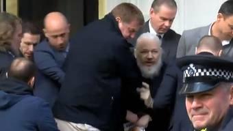 Hier wird Julian Assange aus der Botschaft von Ecuador gezerrt und verhaftet