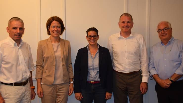v.l.n.r.: Matthias Becker, Präsident FDP Möriken-Wildegg; Petra Gössi, Präsidentin FDP Schweiz; Jeanine Glarner, Grossrätin; Stephan Attiger, Regierungsrat; Hans Fahrländer.