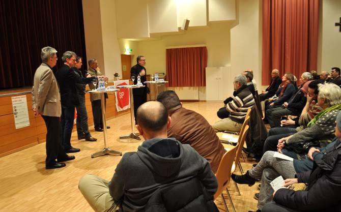 Markus Notter beantwortet eine Frage aus dm Publikum