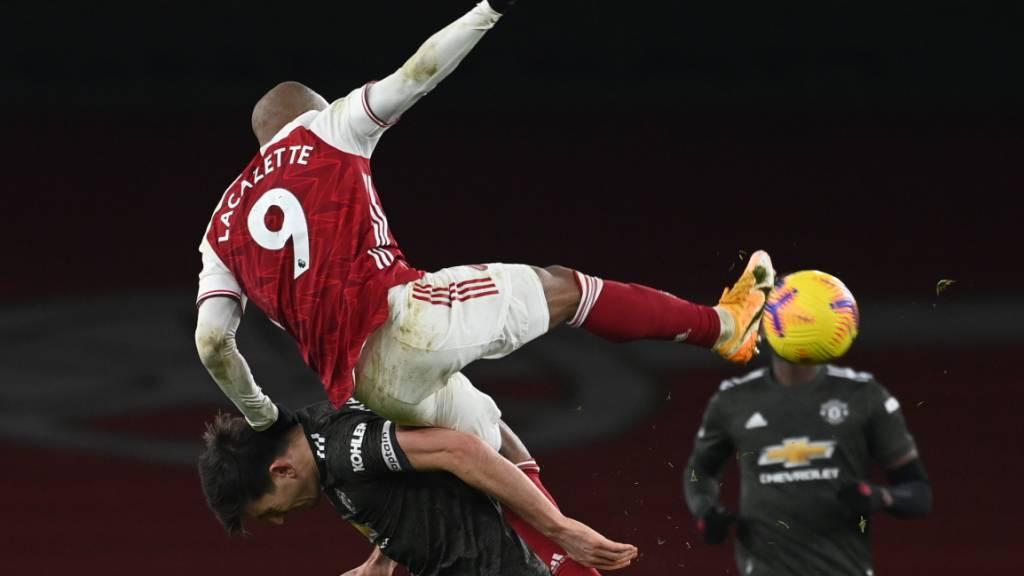 Abnutzungskampf ohne Sieger: Arsenals Alexandre Lacazette und Manchester Uniteds Harry Maguire tun sich gegenseitig weh, ohne dass es einem der beiden nützt