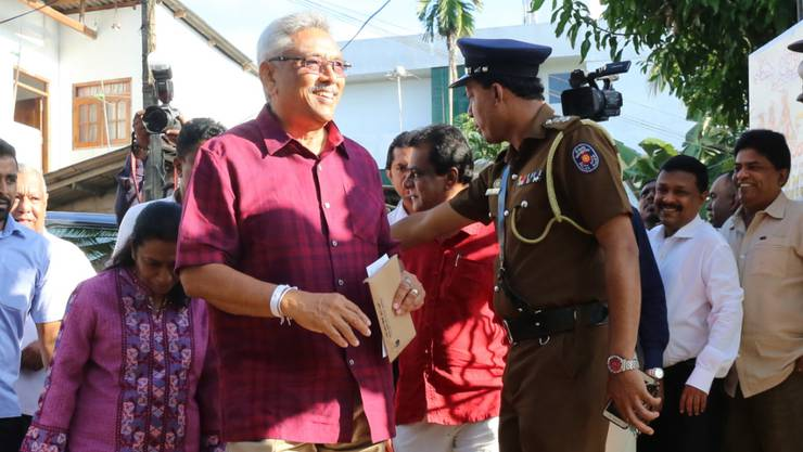 Gotabaya Rajapaksa gestern nach der Wahl in Colombo.