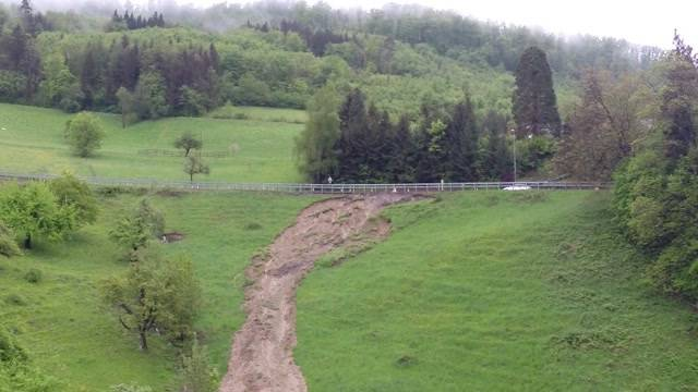 Starker Regen führt zu Erdrutschen