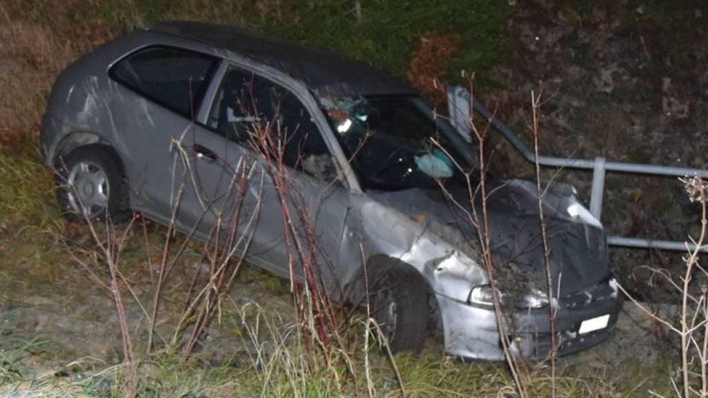 Der Wagen eines 57-jährigen Lenkers kam in Rehetobel von der Strasse ab, stürzte über eine Böschung und überschlug sich.
