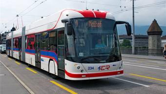 Bern und Biel setzen künftig auf Hess-Trolleybusse, die kurzfristig auch mit Batteriehilfsantrieb fahren können. In Luzern sind solche heute schon unterwegs.
