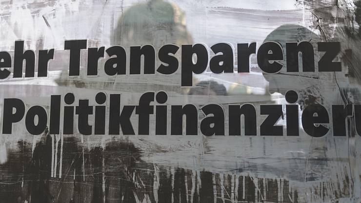 Das Parlament hat bisher sämtliche Vorstösse für mehr Transparenz in der Parteienfinanzierung abgelehnt. Nun hat der Ständerat einen Kurswechsel beschlossen. (Archivbild)