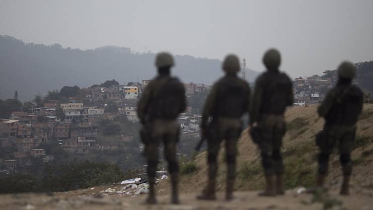 Sicherheitskräfte in Rio de Janeiro wurden von Bienen angegriffen und zahlreiche Beamte mussten daher ins Spital eingeliefert werden. (Symbolbild)