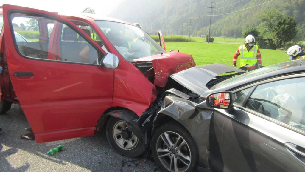 Zwei Unfälle mit mehreren Verletzten