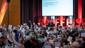 Die anwesenden 190 Mitglieder der Raiffeisenbank Gäu-Bipperamt folgten den Anträgen von Verwaltungsratspräsident Erich von Rohr (stehend) einstimmig.