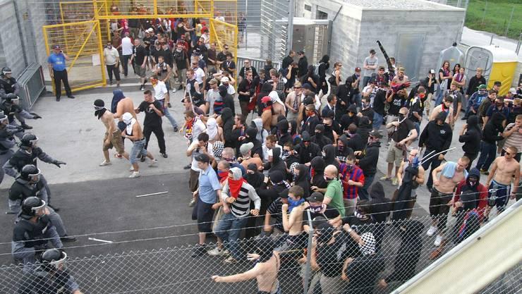 Noch schärfere – und umstrittene – Gesetze sollen Hooligans von Sportveranstaltungen fern halten. (Symbolbild)
