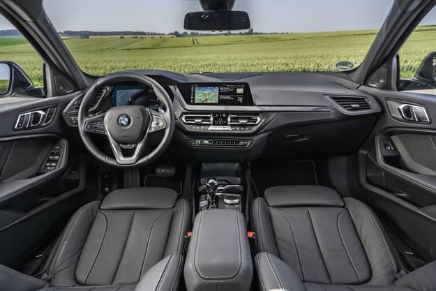 Übersichtlich und BMW-typisch gehaltenes Cockpit. Für ein Hauptinstrument mit 10,75-Zoll-Bildschirm bezahlt man Aufpreis.