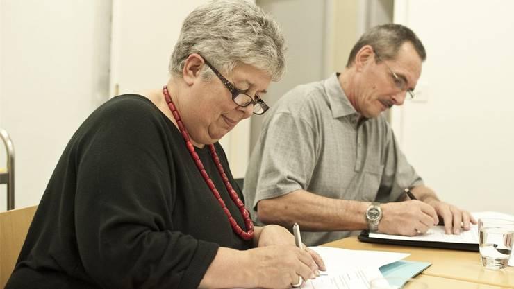 Doris Stump und Bruno Fessler bei der Vertragsunterzeichnung. Foto: ZVG