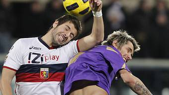 Fiorentinas Valon Behrami (r.) im Duell mit Genoas Veloso