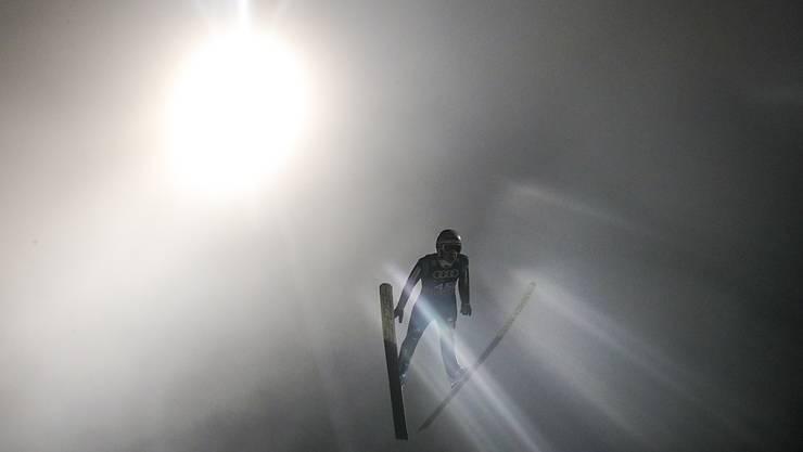Simon Ammann ist in Engelberg im Scheinwerferlicht.