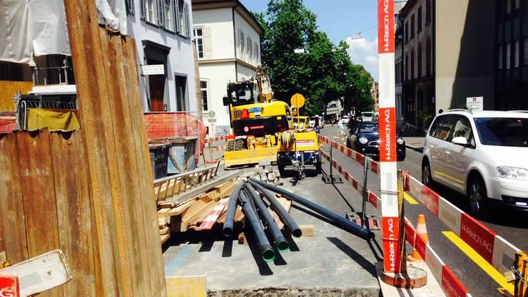 Die blaue Zone am Petersgraben zwischen dem Petersplatz und dem Universitätsspital ist nicht erst seit gestern durch Baumaterial belegt.