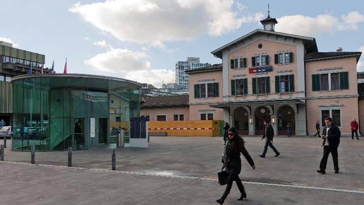 Am 18. April sollen die Umbauarbeiten am Bahnhofgebäude in Baden losgehen.  alex spichale