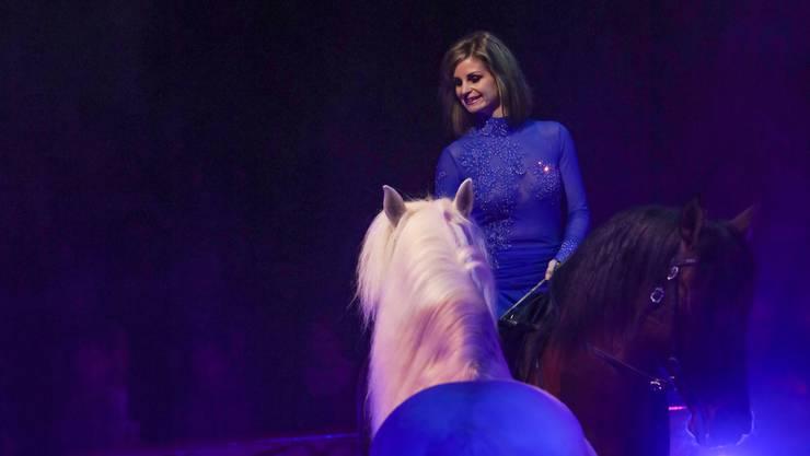 Auch in dieser Saison wird Zirkusdirektorin Franziska Nock mit ihren Pferdedressuren in der Manege stehen.
