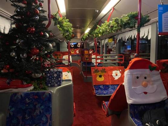 «Vom 16.12.-25.12. fährt beim Busbetrieb Olten Gösgen Gäu ein Weihnachtsbus, meine Weihnachtsnische. Mit viel Liebe wurde dieser Bus für diese Zeit hergerichtet. Sogar roter Teppich wurde verlegt.»