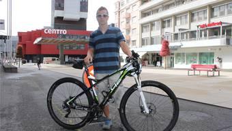 Wer kommt mit? – Marcel Csatlos mit seinem Mountainbike. at.