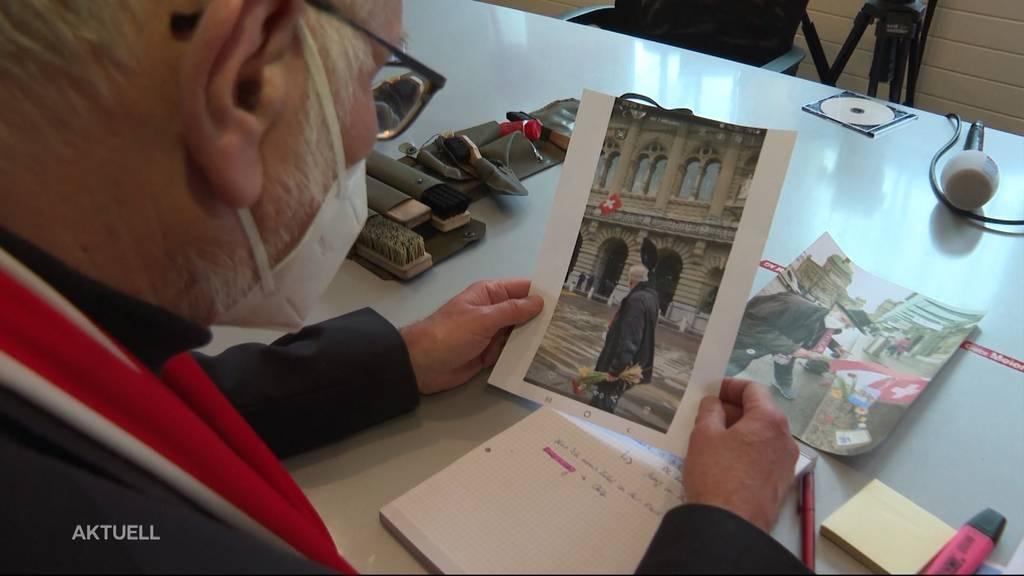 Ein Brugger Unternehmer wird wegen Gedicht auf dem Bundesplatz verhaftet