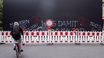 """Die umstrittene """"Peace Wall"""" an der Berliner Friedrichstrasse (Archiv)"""