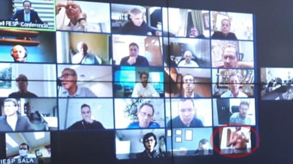 Teilnehmer nackt in Videokonferenz mit Bolsonaro