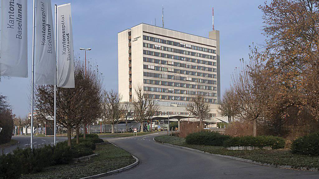Nach dem Nein in Basel-Stadt zur Fusion der Kantonsspitäler beider Basel muss Baselland alleine entscheiden, wie es mit seinem veralteten Spital auf dem Bruderholz in Binningen BL weitergehen soll. (Archivbild)