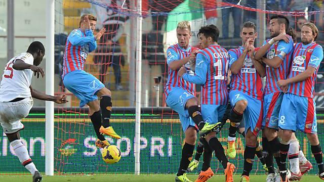 Mit diesem Freistoss erzielt Balotelli die 2:1-Führung für Milan.