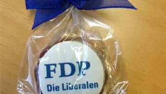 Die FDP der Stadt Olten ist bei den Farben ihrer Mutterpartei angelangt, wie die Praline aus der Parteiversammlung beweist.