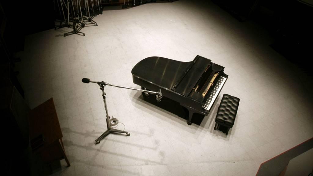 Flügel von Frank Sinatra für über 106'000 Dollar versteigert
