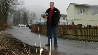 «Die Lastwagen machen das Land kaputt und haben schon mehrmals meinen Holzzaun eingedrückt», sagt Wilhelm Ruckensteiner