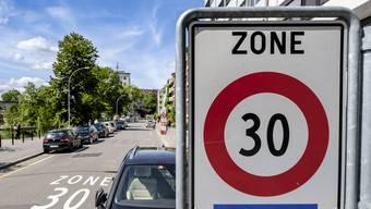 In Basel herrscht auf der Hälfte des Strassennetzes Tempo 30 – künftig soll das Limit in der ganzen Stadt gelten.