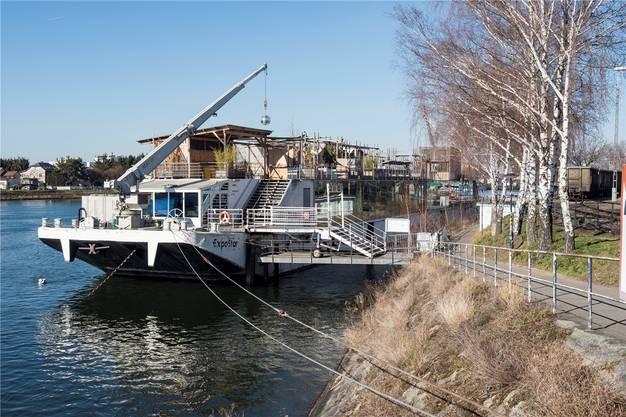... bis hin zum geplanten Umzug des Partyschiffs im Rheinhafen, den die bz kürzlich enthüllte.