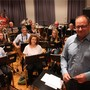 «Auf grosse Fahrt» begeben sich der neue Dirigent Markus Geiser und die Harmoniemusik Buchs am Samstag.