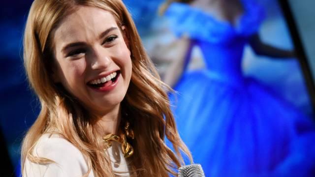 Cinderella wird von Schauspielerin Lily James verkörpert