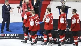 Eine Silbermedaille, über die sich (noch) niemand freut: Trotz der Finalniederlage gibt es viel Lob für das Schweizer Nationalteam