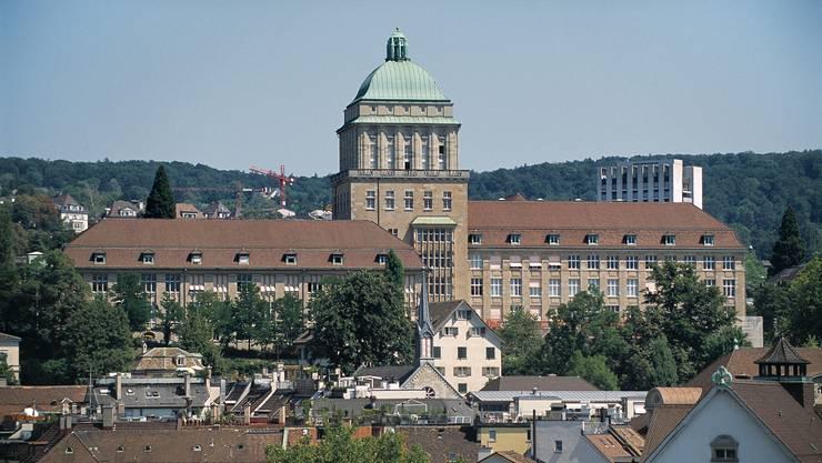 Die Initiative fordert kostenlosen Zugang zu öffentlichen Bildungsinstitutionen im Kanton Zürich (im Bild: Universität Zürich) für alle Einwohner des Kantons.