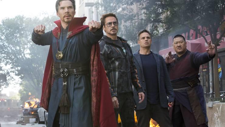 So viele Helden: Doctor Strange (Benedict Cumberbatch), Tony Stark (Robert Downey Jr.), Bruce Banner (Mark Ruffalo) und Wong (Benedict Wong).