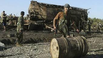 Einer der explodierten Tanklastwagen bei Kundus (Archiv)