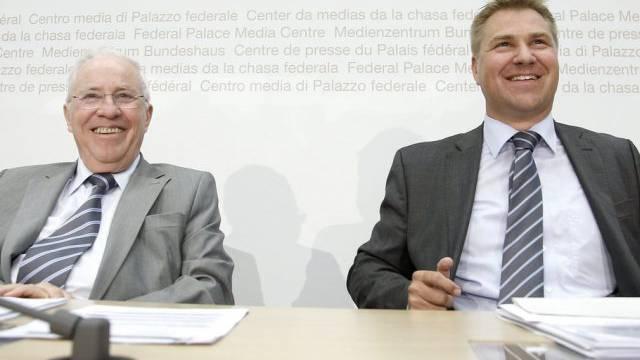 Christoph Blocher (l) und Toni Brunner an der Medienkonferenz