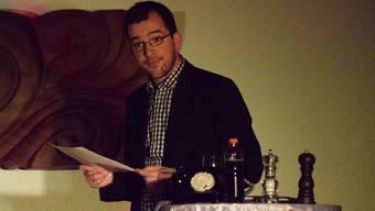 Kilian Ziegler mit seinem Soloprogramm im Pfarreisaal Laupersdorf.