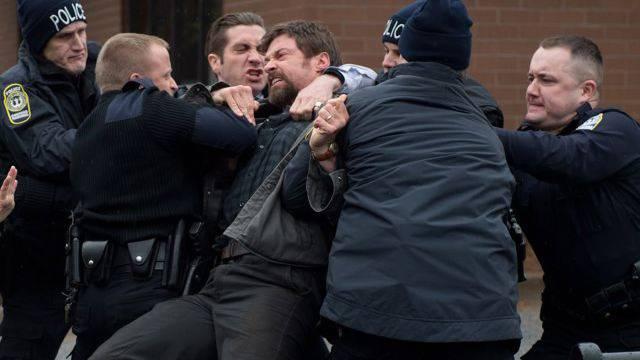 Hugh Jackman als verzweifelter Vater im Thriller «Prisoners». Foto: AP Photo/Warner Bros