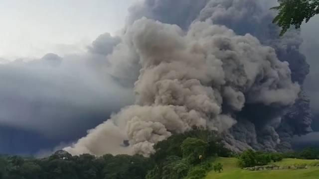 Guatemala: Hier flüchten Personen vor tödlichem Vulkan