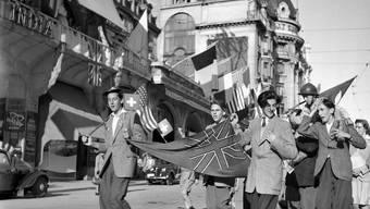 In Lausanne wird am 8. Mai 1945 das Ende des Zweiten Weltkrieges gefeiert.