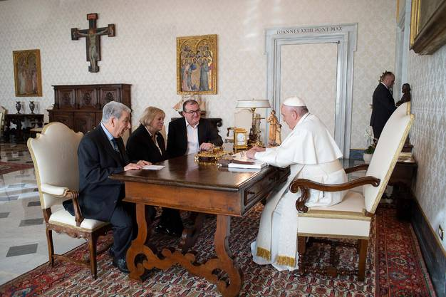 Er konnnte dem Papst das Frauenhaus-Projekt vorstellen, für welches insgesamt 3,5 Mio. Franken benötigt werden.