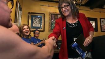 Die US-Demokraten haben Christine Hallquist in Vermont als Gouverneurs-Kandidatin aufgestellt - Sie ist die erste Transgender-Frau, die für eine der grossen Parteien für ein Gouverneursamt kandidiert.